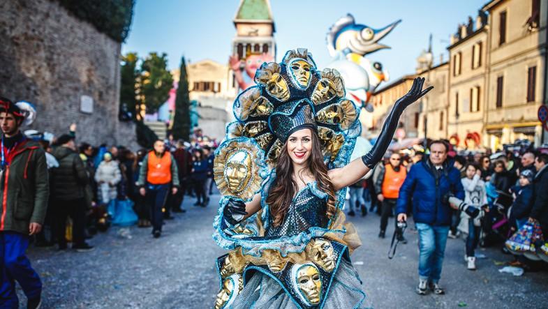 I parchi Costa sfilano al Carnevale di Fano